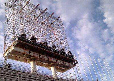 Pantalla con Rigging truss motores estructuras, Soluciones Técnicas de rigging y efectos verticales